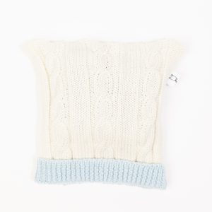 Cream cable knit beanie with ice blue edging